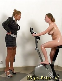 Giving a hard gym lesson to a babe with a swollen belly