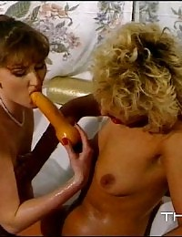 Sexy lesbian hoties using a dildo in the bathtub