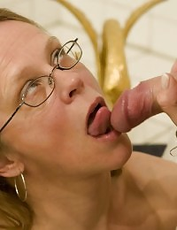 Mom fucks her husband to cumpletion