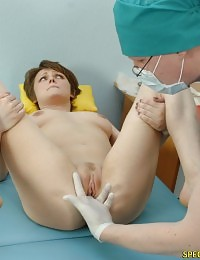 Gyno patient tries to do not cum at an examination